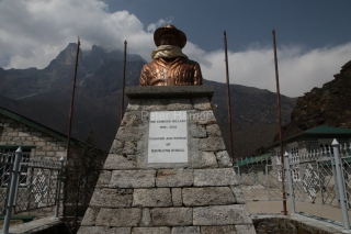 Nedeľná návšteva školy Sira Edmunda Hillaryho v Khumjungu (3 780 m).