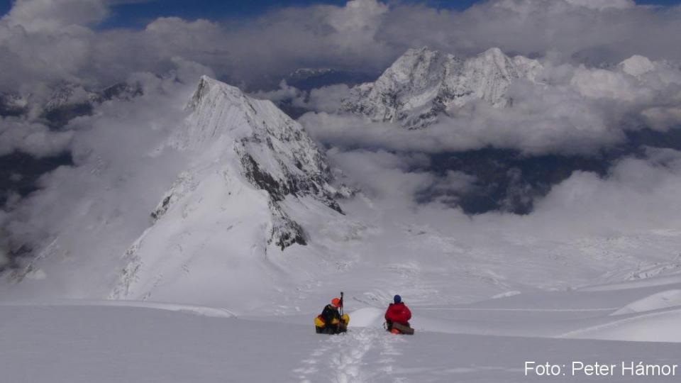 03-Horia a Michal nad ľadopádom spolu s Naike Peakom
