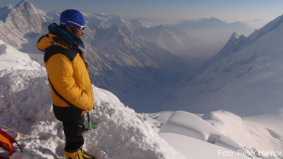 Michal ráno po bivaku v 6100 m