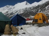 Kuchyňa a spoločenský stan v základnom tábore.