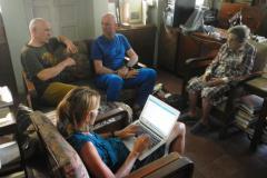 Peter Tomáš a Billi Bierling na návšteve u Miss Hawley.