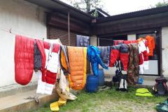 Predexpedičné sušenie páperia v Kathmandu.