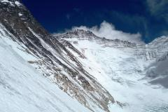Pohľad na Lhotse z JZ steny Západného ramena Everstu.