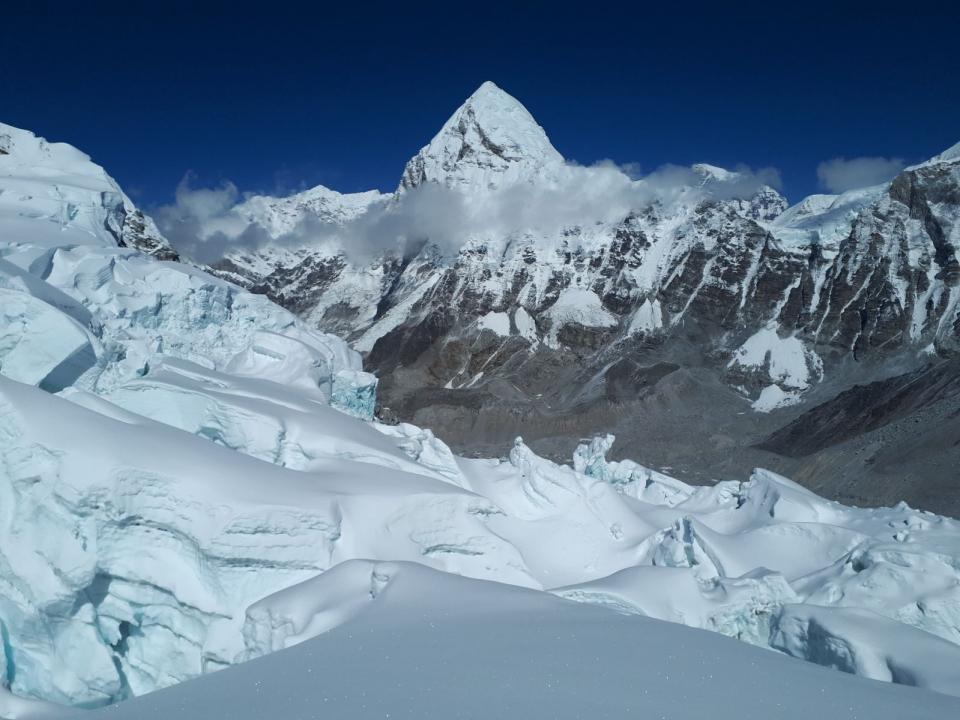 Pumori z ľadopádu Khumbu