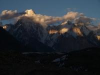 """""""Žiarivá stena"""" Gasherbrumu IV."""