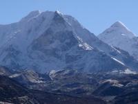 Island Peak (6 189 m) z Dingboche.