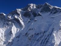 Ohromná južná stena Lhotse a Lhotse Shar.