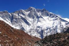 Ohromná južná stena Lhotse.