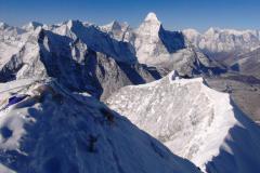 Ama Dablam a vrcholový hrebeň Island Peaku.