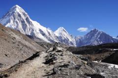 Pumori, Lintgren, Khumbu Tse a sedlo Lho La.