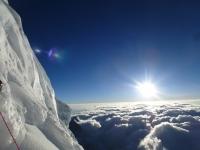 Východ slnka nad Bottleneckom (8 250 m).
