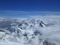 Gasherbrumy a Broad Peak z vrcholu K2.