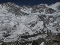 Z ľava do prava - Yalung Kang, hlavný, prostredný a južný vrchol Kangchenjungy.
