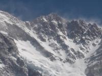 Vrcholové svahy a hlavný vrchol Kangchenjungy.