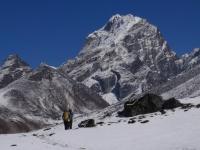 Taboche Peak (6 367 m) z Chubejung Kharka.