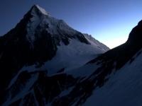 Svitanie na Evereste z vrcholového žľabu Lhotse.