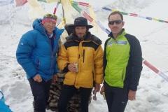 Peter, Micha Gabriž a Horia Colibasanu v základnom tábore.