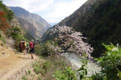 Cesta údolím rieky Buri Gandaki