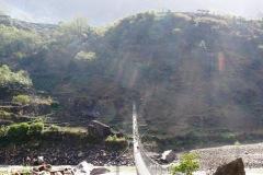 Najdlhší most v údolí pred dedinou Philim.
