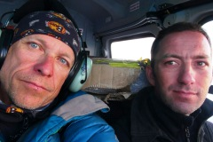 Horia a Peter so zlomený rebrom na ceste do nemocnice v Kathmandu.