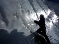 Ľadová bariéra pod sedlom.