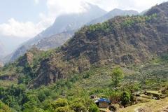 Dedinka Khamla v údolí rieky Myagdi Khola.
