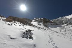 Snehový žľab pod poslednou skalnou bariérou.