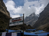 Strechy Deurali a vstup do sanktuária Annapurny.
