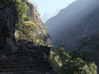 Romantická cesta údolím rieky Budhi Gandaki do Tatopani.