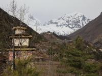 Dedina a kláštor v Lho.