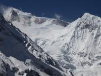 Manaslu (8 163 m) a Manaslu North (7 157 m) od severu.