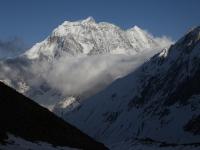 Večerné pohľady na Samdo Peak (6 335 m) z táboriska Dharmashala (4 470 m).