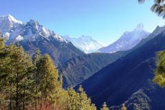 Údolie Solo Khumbu, Taboche, vrchol Everestu, južná stena Lhotse a Ama Dablam.