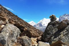 Vrchol Makalu, Baruntse, Nun Ri a Amphu Gyabjen z hrebeňa Nangkar Tshang.
